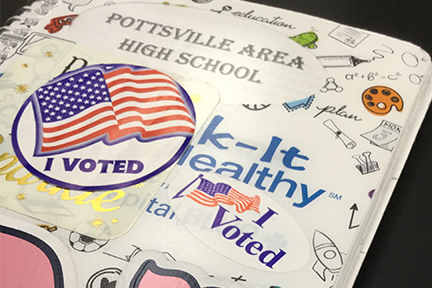 Mock election gives students the right to vote in school (photo gallery)