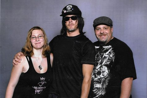 Senior meets The Walking Dead actor at Comic Con (photo)