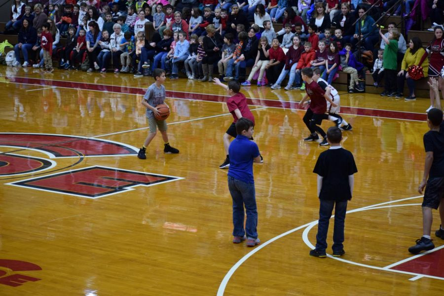 Two basketball teams from the elementary school compete against each other.